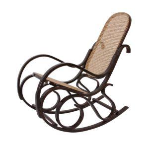 poltrona-a-dondolo-in-legno-con-seduta-in-rattan-1
